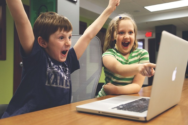 Co zrobić, gdy dziecko całe dnie spędza przed komputerem?